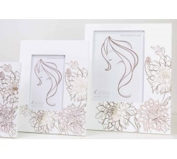 Portafoto bianco in legno con decorazione fiori